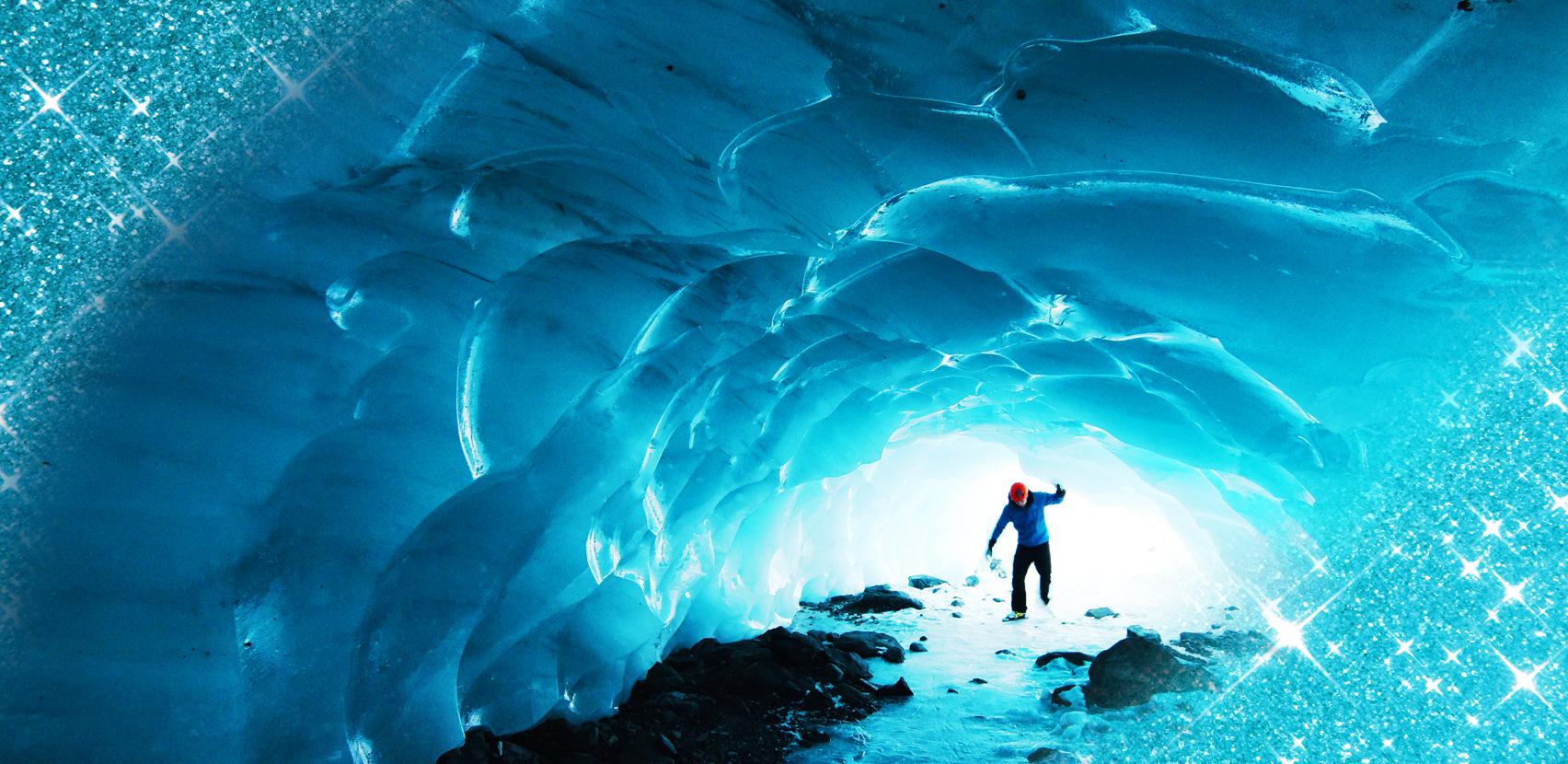 Nella Crystal Cave del Parco Nazionale di Skaftafell, grotta di ghiaccio surreale e bellissima